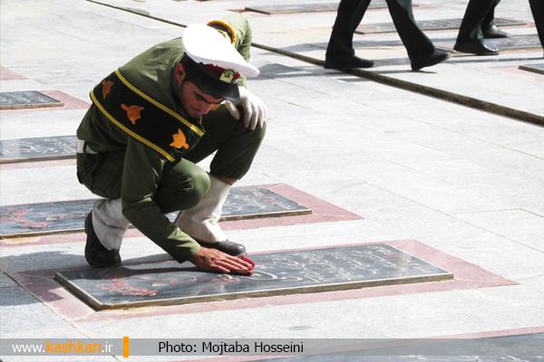 غبار روبی مزار شهدابه مناسبت هفته نیروی انتظامی